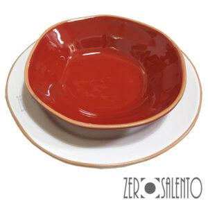 Piatto Fondo rosso e Piatto Piano bianco serie Deformè con bordi irregolari by ZeroSalento