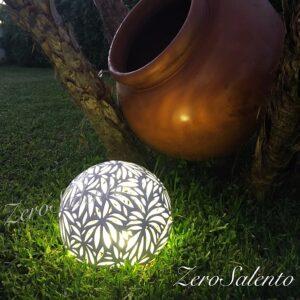 Lampada da appoggio in Terracotta intaglio a foglie smaltata bianca TERIL45