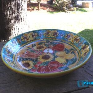 Piatto Fondo Centrotavola in Terracotta dipinto a Mano con Frutta e Girasoli