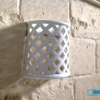 Lampada Applique laccata bianca in terracotta traforata a rombo .. by ZeroSalento