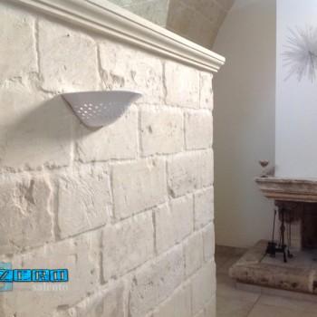 Lampada applique laccata bianca in terracotta traforata a mano... by ZeroSalento
